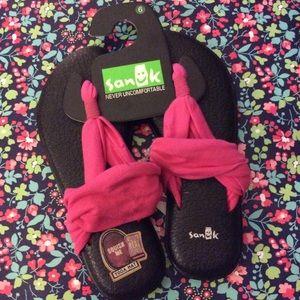 Never worn Sanuk yoga mat sling 2 flip flop